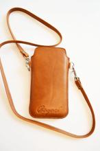 Mobilfodral med kortfack och halsband (iPhone 5) – Cognac