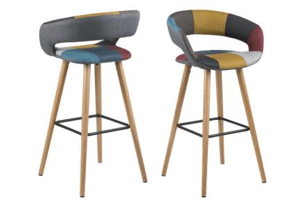 Gramma barstol i Patchwork farger og ben i eik.