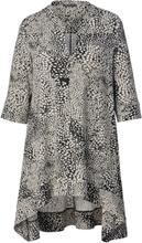 b0e9dc64 Mønstret tunika med noe lengre bakstykke Sara Lindholm Beige