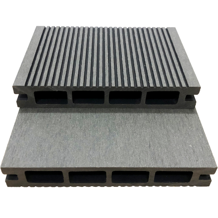Komposittrall | 611kr/m² | 2,8m x 14,6cm | Ljusgrå