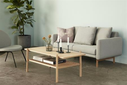 Sofabord i eg med hylde