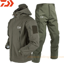 Daiwa 2021 S-4XL Soft Shell Winter Fishing Suits Men Trousers Tactical Windproof Waterproof Outdoor Jackets Men Hood Coat+Pant