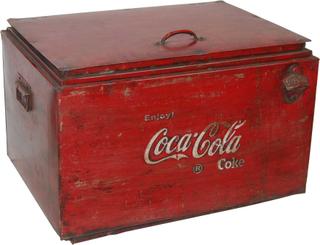 TRADEMARK LIVING Vintage køleboks - rødt jern m. patina, m. Coca Cola print, m. låg og håndtag