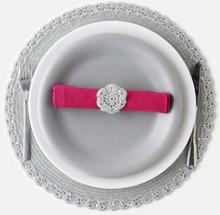 Virkmönster - Virkat tallriksunderlägg, servettring, rund och fyrkantig korg, julgranspynt