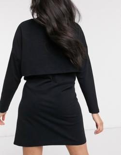 ASOS DESIGN Maternity - Langærmet t-shirt-minikjole med overlag og ammefunktion i sort - Kun hos ASOS