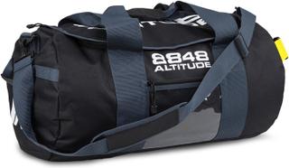 Rymlig träningsväska i tåligt material.