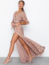 Maya Embellished Wrap Maxi Dress With Flutter Sleeve Maxiklänningar