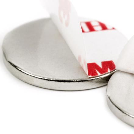 Selvklebende disk magnet Ø 20 mm x 2 mm | Med sterkt 3M lim | Bæreevne 2 kg
