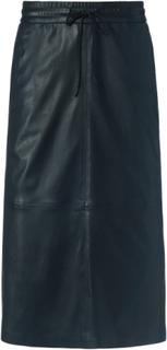 Dra på-kjol i cool skinnlook från Atelier Gardeur svart