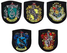 Samling af 5 replikaer af våbenskjold fra Hogwarts - Harry Potter