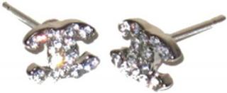Silverfärgade Chanel örhängen