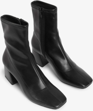 Square-toe ankle boots - Black