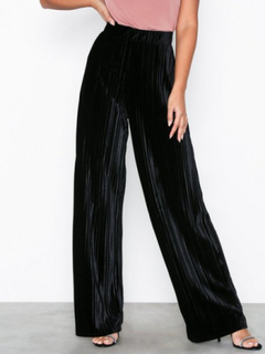 NLY Trend Pleated Velvet Wide Pants Svart