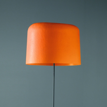 Med glasfiberskärm - golvlampa Ola orange
