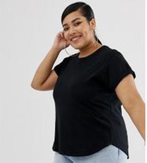 ASOS DESIGN Curve - Svart t-shirt i boyfriend-modell med uppvikt ärm och rundad nederkant - Svart