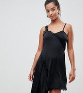 ASOS DESIGN - Petite - Åtsmitande underklänning med spets - Svart