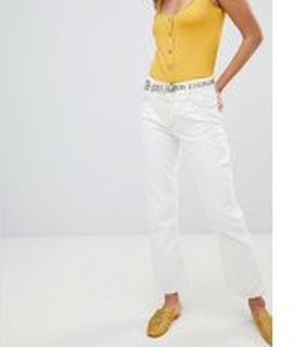 a9efbe6a0cb8 Mango - Vita kick flare-jeans med kontrasterande sömmar - Vit