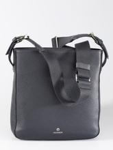 Handväska från Aigner blå