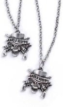 """Guns N""""' Roses: Necklace & Bracelet Set/Skull"""