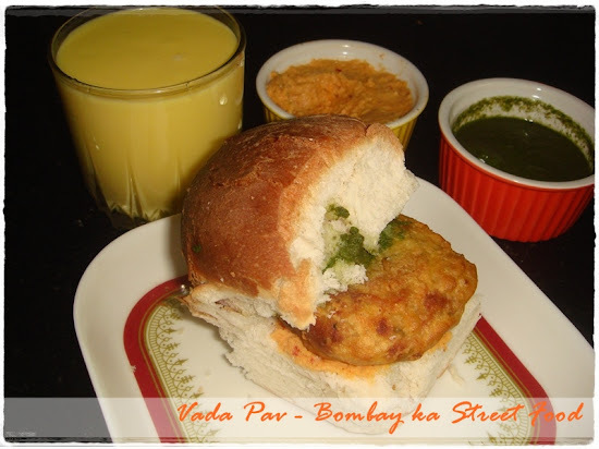 red and green chutney for vada pav