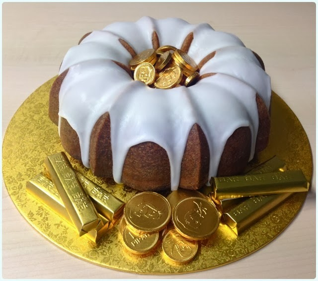 victoria sponge in a bundt tin