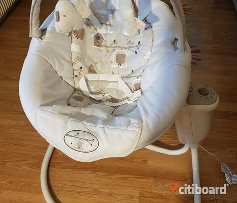 Graco Snuggle Swing babysitter