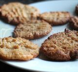 peanut and caramel cookies