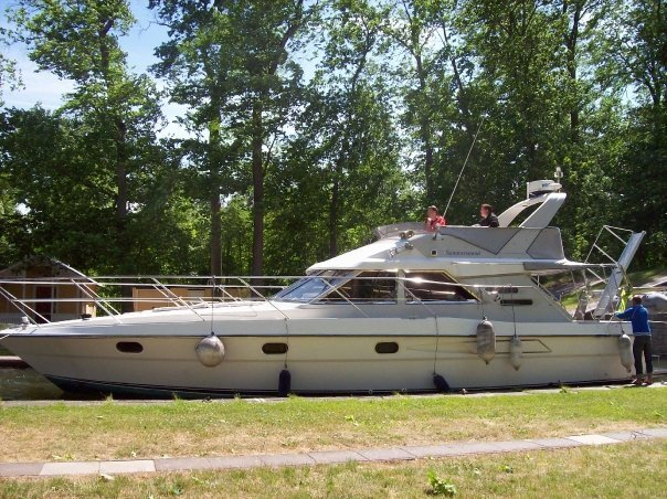 Fairline 45 Flybridge - Uthyres - One way i Göta Kanal!