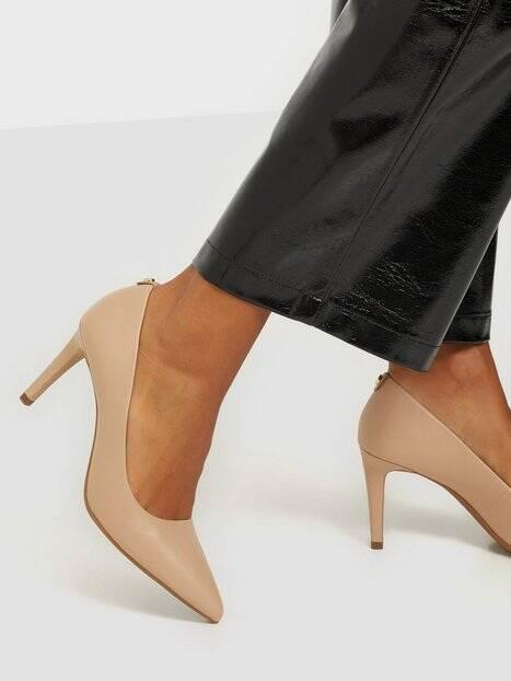 högklackade skor rea